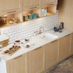 Sagne Cuisine Opéra Meubles bois et plan de travail blanc avec cuve intégrée - Cuisines Debard