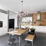 Cuisine façade cadre blanc et table en bois meuble haut vitré - Cuisines DEBARD