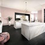 Cuisine façade pierre blanche dekton et ilot - Cuisines DEBARD