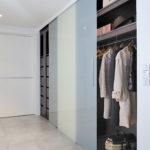 portes coulissante suspendues placard en verre opaque - dressing - Cuisines Debard
